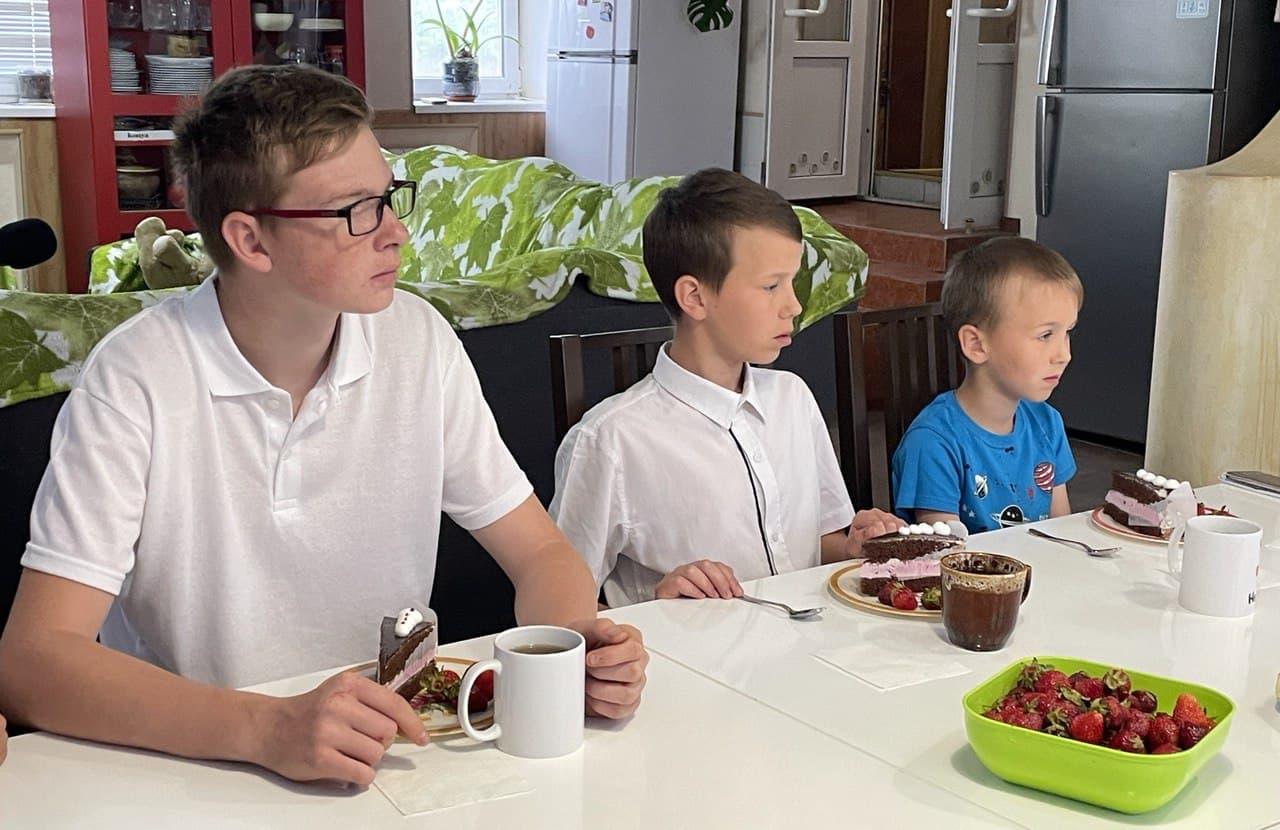 Секретар міськради Наталія Іваньо привітала родину Колосових з Днем захисту дітей, фото-4